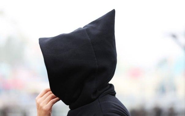 Черная кофта с капюшоном