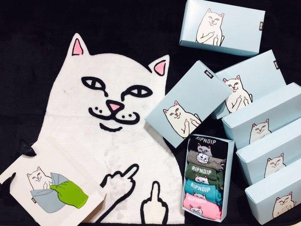 e5ff5ee74e290 Подарочная упаковка носков RIPNDIP с котом купить недорого в ...