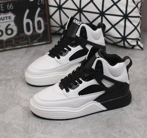 Крутые спортивные кроссовки двухцветные купить недорого в интернет ... 2135b4a8c82