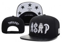 Snapback Cayler and Sons - руки